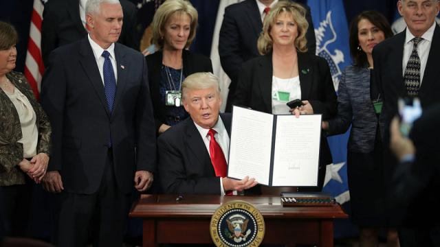Ante medidas de Trump los aranceles costarán $ 2.000 millones anuales a México