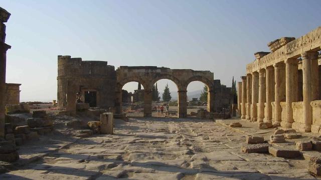 El descubrimiento de la puerta del infierno de los romanos
