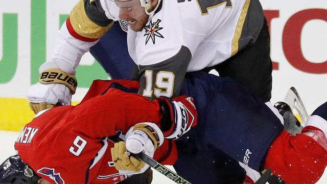 Caps derrotan a Vegas con su propia medicina, en Juego 3 de la Stanley Cup Final
