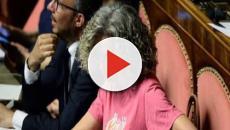 Unioni Civili, Cirinnà con la t-shirt arcobaleno in Senato