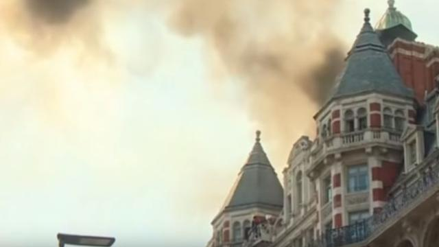 LONDON/ Mandarin Oriental hotel catches fire after recent renovations
