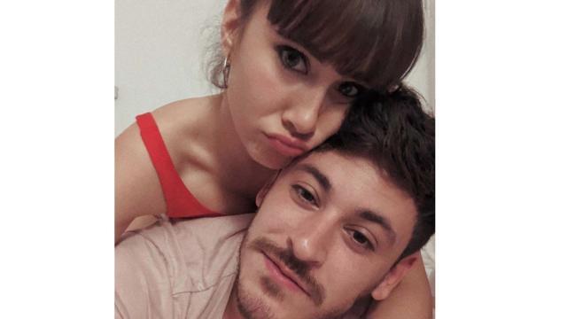 Aitana y Cepeda confirman su romance besándose en el Santiago Bernabéu