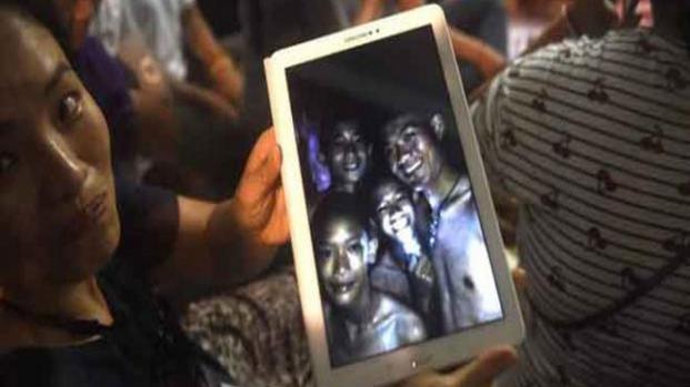 Thailandia, ritrovati vivi dentro una grotta: usciranno tra qualche mese
