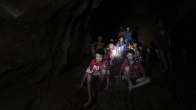 VÍDEO: El rescate de los niños atrapados en una cueva en Tailandia se complica