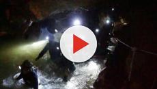 Mergulhadores preparam meninos presos em caverna na Tailândia