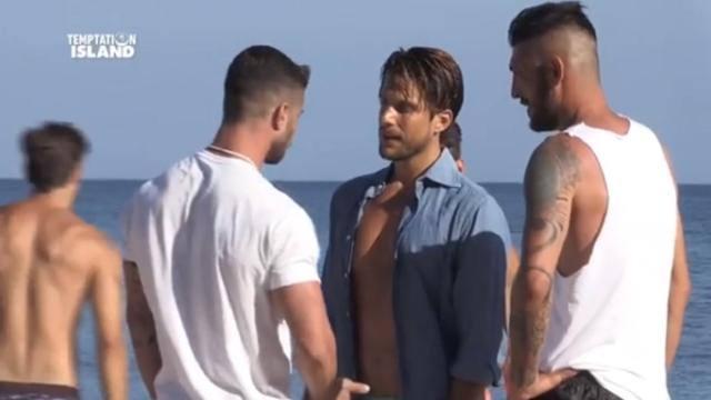 Anticipazioni 'Temptation Island' due ragazzi sfiorano la rissa per gelosia