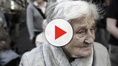 Napoli, Anziana finge rapina in casa per avere compagnia: dramma solitudine