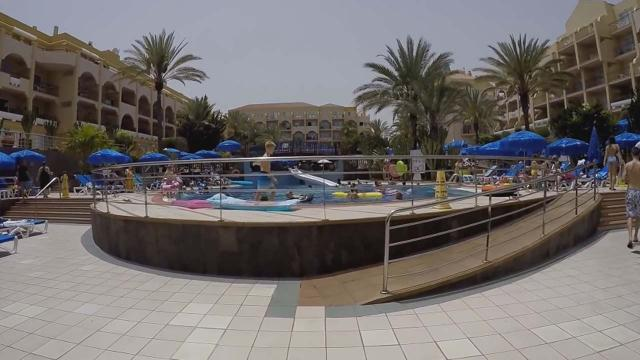 Woman films holidaymakers in Gran Canaria stampeding for sunbeds