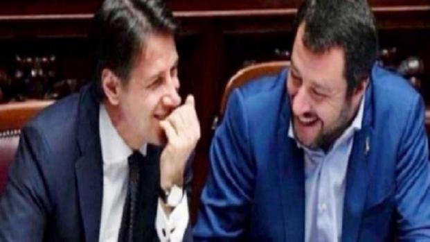 Conte e Salvini all'Ue: 'Redistribuzione immediata o 450 migranti non sbarcano'