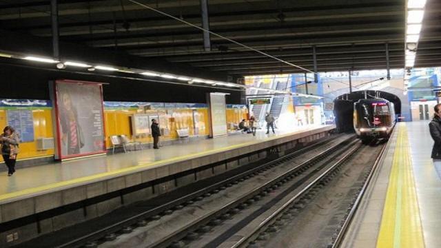 VIDEO: MADRID / Un hombre mata a otro al empujarle a las vías del metro