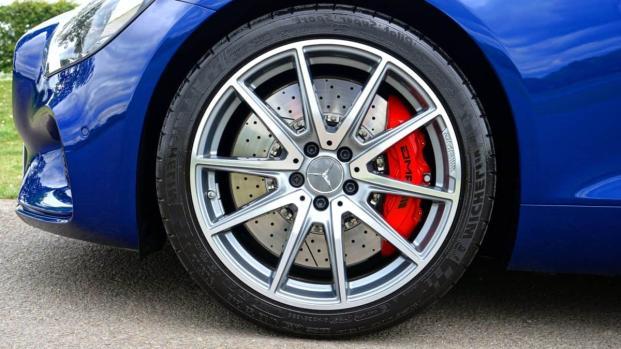 Esenzione bollo auto e legge 104: agevolazioni a parenti dei disabili