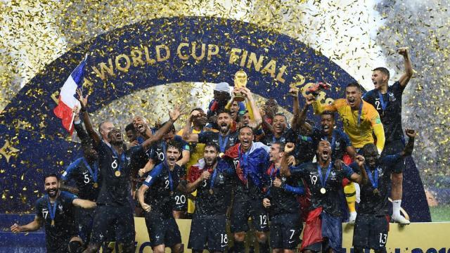 La France championne du monde de football malgré des échauffourées