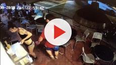 USA, cameriera palpeggiata al ristorante: reagisce e picchia il cliente (Video)