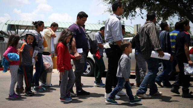 Los 711 menores de edad aún permanecen separados de sus familias