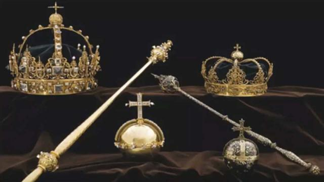 Swedish thieves steal crown jewels and escape by motor boat