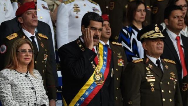 Maduro señala a Santos tras haber sufrido un atentado en un acto militar