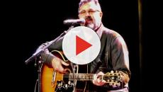 Vince Gill plays on the Walking the Floor podcast