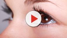 Una enfermera pierde la vista por un parásito en sus lentillas