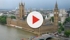 Une voiture fonce sur le parlement à Londres et fait plusieurs blessés