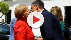 El polémico gesto de Pedro Sánchez a su mujer frente a Ángela Merkel