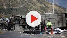 VIDEO: ECUADOR/ Un accidente entre un bus y un vehículo familiar