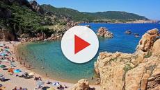 Italia, la Isla de Cerdeña multará a los turistas si roban arena de la playa