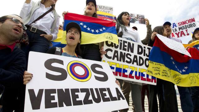 Partidos de la oposición convocan una protesta para el martes