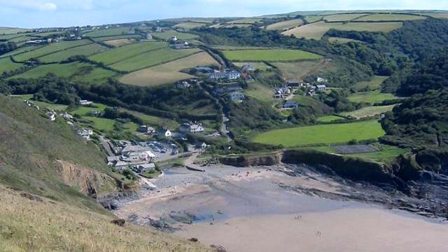 Holidaymaker forced to return stones from Cornwall beach or face a huge fine