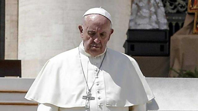 VÍDEO: Acusa al Papa de encubrir abusos sexuales