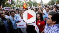 VÍDEO: Un cámara fue agredido en una protesta en apoyo a la retirada de lazos