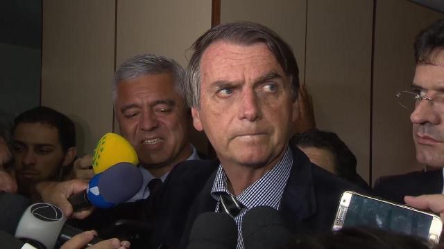 Bolsonaro compartilha conteúdo adulto por acidente no whatsapp