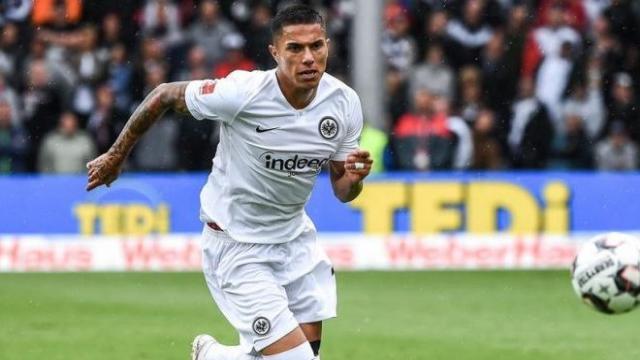 Carlos Salcedo se livre sur les trois points forts de l'Eintracht Francfort