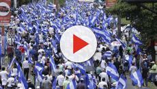 VÍDEO: Protestantes marchan en las calles de Managua pidiendo salida a Ortega
