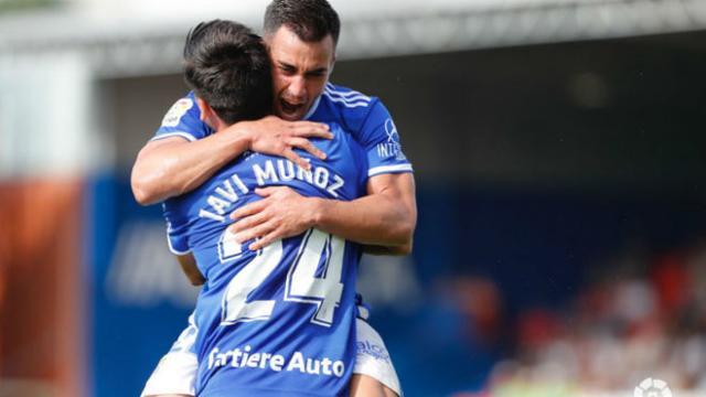 El Real Oviedo recupera la confianza con dos goles de Joselu y Javi Muñoz