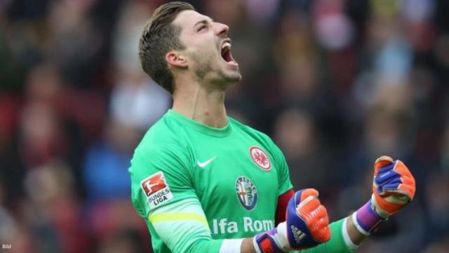 Kevin Trapp est satisfait de retrouver l'Eintracht Francfort