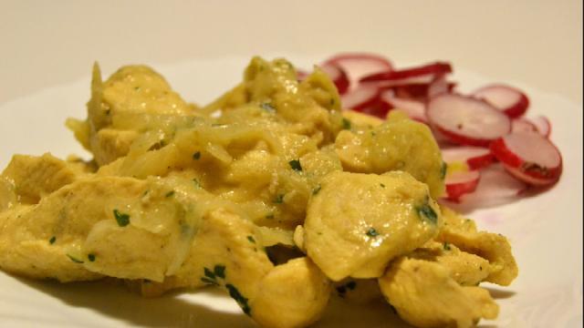 Un'alternativa gourmet: pollo alle cipolle di Tropea e aceto balsamico