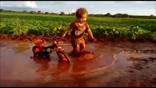 Momentos em que as crianças resolveram brincar na lama
