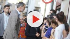 Críticas a Felipe VI por negarse a coger la escoba de un voluntario en Mallorca