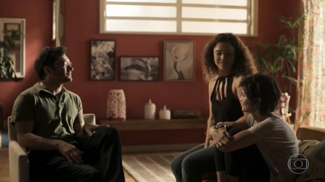 Ionan, Maura e Selma darão beijo triplo em 'Segundo Sol'