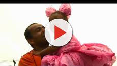 Pai faz fantasia de princesa com sacolas para sua filha