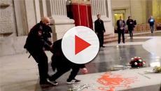 Detenido un hombre por profanar con pintura roja la tumba de Franco