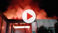 Nola, fabbrica di cartone in fiamme