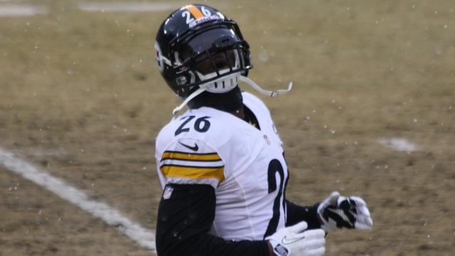 LeVeon Bell has finally arrived in Pittsburgh to possibly sign franchise deal