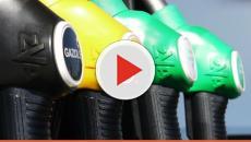 Federcontribuenti: 'La benzina costa 56 centesimi al litro, il resto sono tasse'