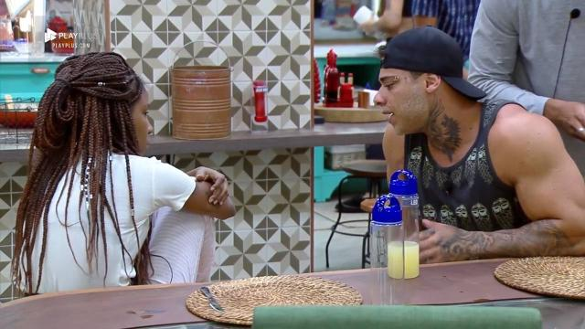 Luane Dias convida Stronda para fazer sexo em