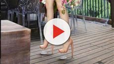 O calçado que imita uma perna humana, com direito a dedos, joelhos e chifres