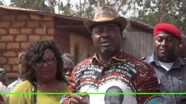 Le prince Théophile Kwendjeu à pied d'œuvre face aux populations de l'Ouest