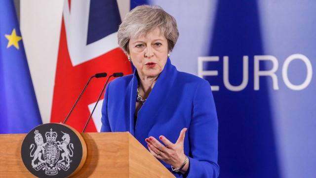 Brexit : Theresa May annule le vote du Parlement britannique
