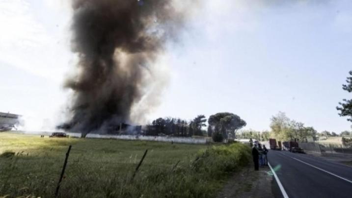 Roma: Incendio in un impianto di compostaggio rifiuti dell' Ama