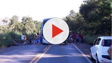 Ônibus de romeiros se envolve em acidente trágico com fatalidades